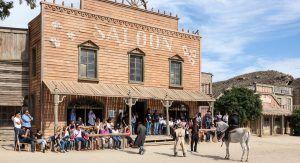 Disfrutar de un auténtico Saloon del Oeste, con espectáculo de baila Can Can