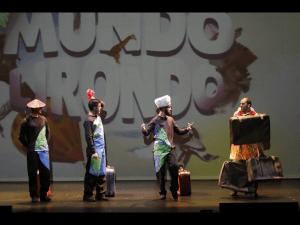 El mundo lirondo, una obra divertida y diferente dónde conocer diferentes mundos y culturas.