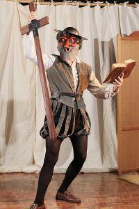 teatro y diversión de la mano de la compañía de teatro del Lazzi, dónde con máscaras versionan clásicos literarios