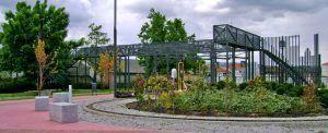 pasarela dónde visualizar los trenes en miniatura, disfrutar de la panorámica del parque ferroviario