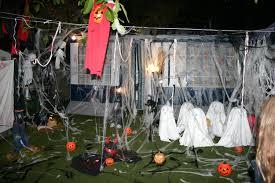 diversión en los camping durante el fin de semana de la noche de Halloween