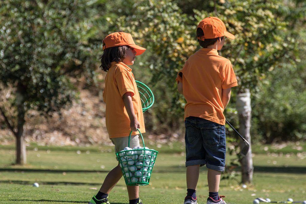 campamento de golf durante semana Blanca para los peques de casa, diversión y aire libre