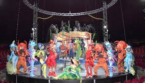 actuación con más de 40 acróbatas dónde disfrutar del Circo Alegría con el Circo sobre Agua