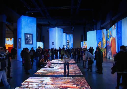 disfrutar de sus obras desde las paredes hasta el suelo. Van Gogh y mucho más