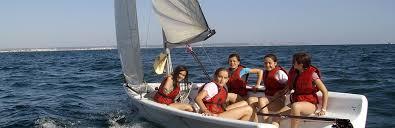 realización de diferentes actividades en el campamento de verano inglés y deportes