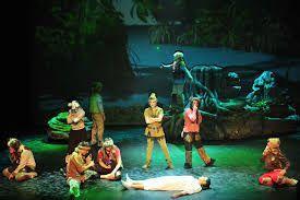 Peter Pan y los niños secuestrados por los piratas para llevarlos a Nunca Jamás