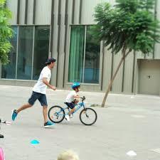 Los peques a partir de 4 años podrán aprender a montar en bici en familia