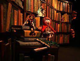 la combinación de varios cuentos nos trae una historia dónde Matías el bibliotecario es el guardián de los cuentos