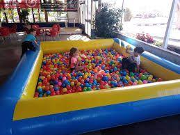 zona de juegos infantiles para los más peques poder disfrutar durante las carreras