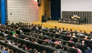 charlas de diferentes actores, artistas, artistas del cómic, invitados