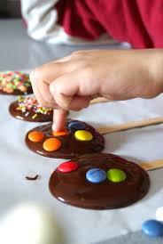 elaboración de dulces, pasteles, piruletas durante el taller
