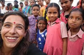 La fundación y el festival Shiva ayudan a los niños pobres de la India