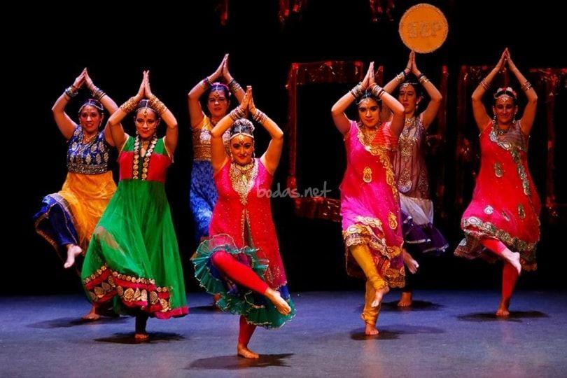 Shiva Festival y bailes Bollywood, yoga, tatuajes henna
