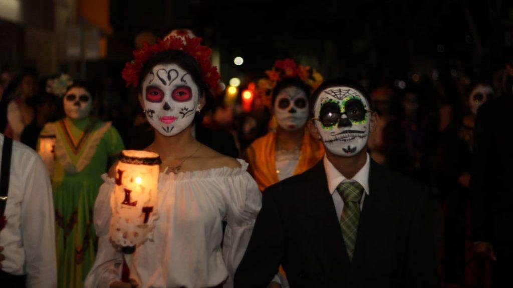 desfile de Catrinas y Calaveras, mezclar la cultura mexicana con la fiesta