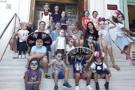 los niños del pueblo de las extraescolares de Baile Moderno participarán en el Desfile de Catrinas y Calaveras