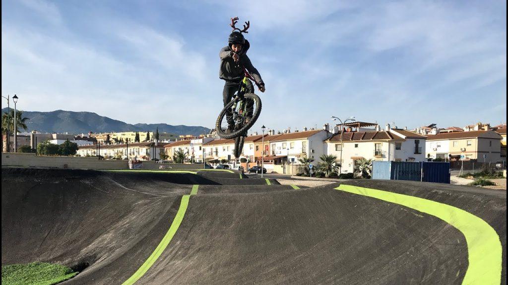 pump track, pistas con desniveles donde disfrutar de los saltos y las piruetas
