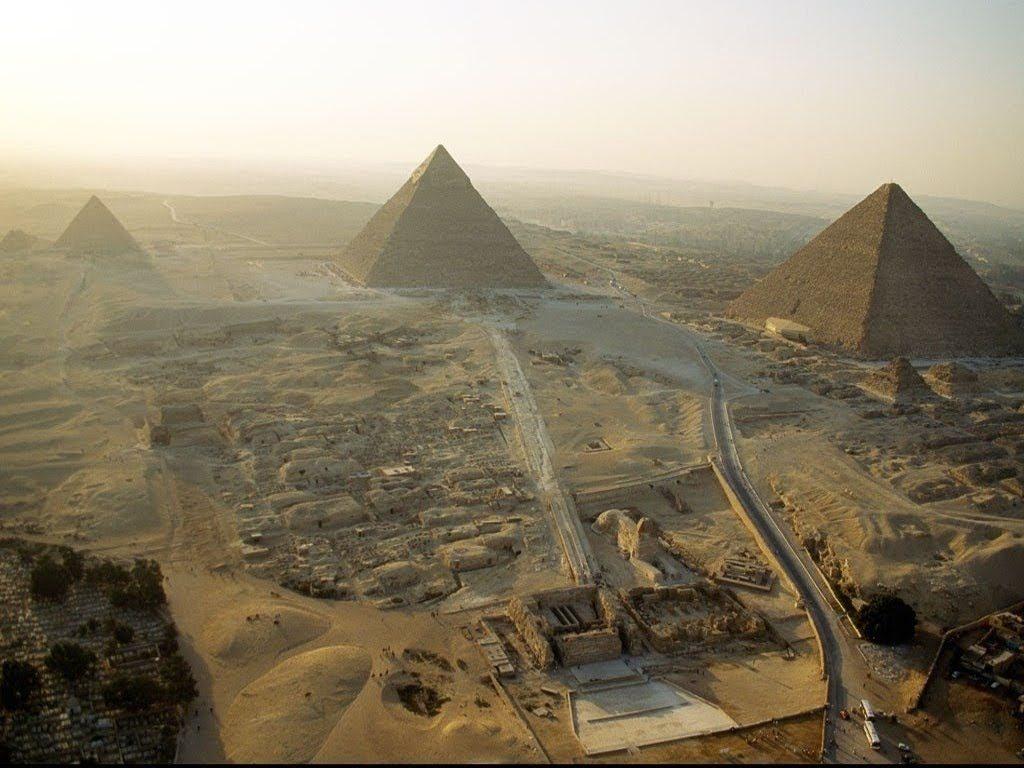 tumbas del antiguo Egipto, pasaron desde los pozos a las conocidas Pirámides