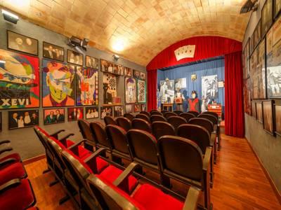 disfrutar de espectáculos de magia en directo, exposiciones, artículos históricos de magia, en Casa museo de la magia