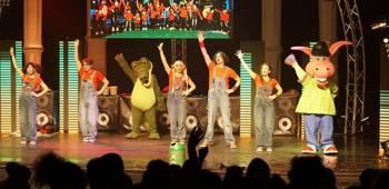 Disfrutar y divertirse con las canciones y música en directo en los espectáculos del grupo infantil Cantajuego