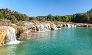 disfrutar de sus aguas para un baño de agua dulce en familia, cascadas, piscinas, naturaleza