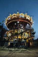 Un Carrusel gigante con hasta 3 plantas dónde poder adentrarnos y conocer animales marinos mecánicos