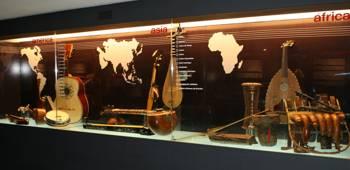 instrumentos de los 5 continentes dónde conoceremos toda la historia de la música y dónde disfrutar de una exposición que se puede tocar