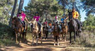 Disfrutar en familia de la mano de Sendero Sur Aventura de Rutas a Caballo por parajes naturales en la zona de Antequera