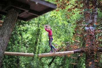 diversión en el parque de aventuras para toda la familia y todas las edades