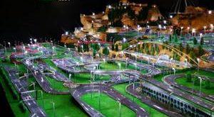 Circuito de coches Scalextric con todo lujo de detalles, considera de los más grandes del mundo